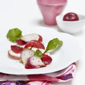 Salade de navets acidulée aux prunes et pamplemousse rouges