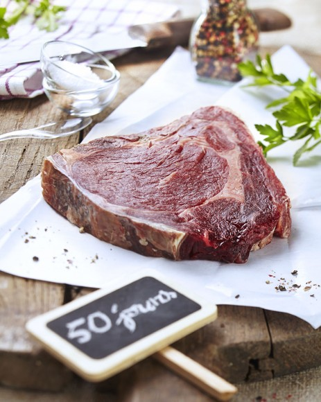 Photographie culinaire de viande crue