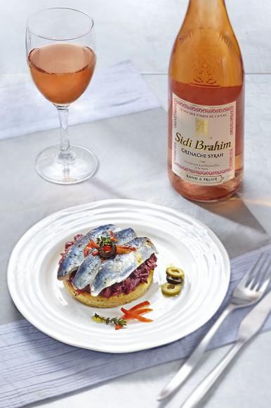 Photo culinaire vin rosé et tartelette sardine
