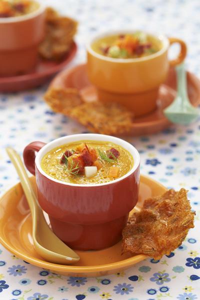 Photographie culinaire : gaspacho de carottes, safran et chorizo, galettes de riz épicées