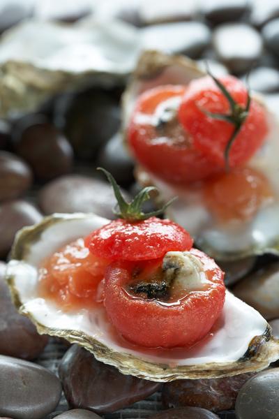 Photographie culinaire : tomate farcie huître et kiwi