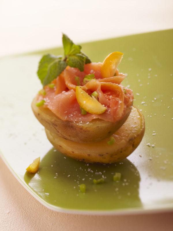 Photographie culinaire : pommes de terre au saumon fumé et agrume