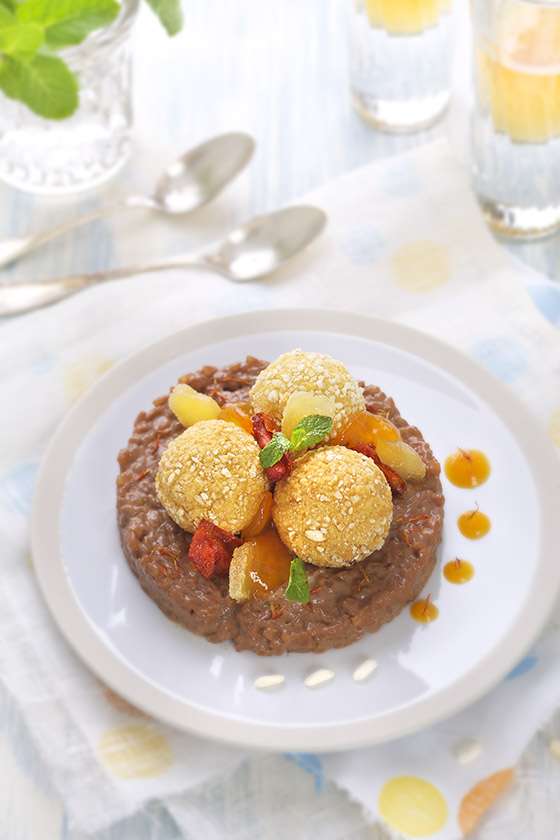 Photographie culinaire : Cromesquis de kaki, riz au lait chocolat safran